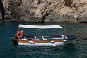 Wooden boat beauty to rent